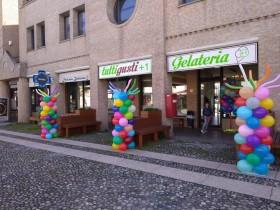 palloncini attività commerciali colonne