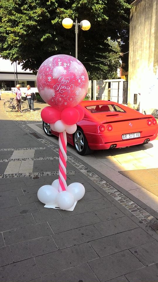 palloncini mongolfiera esplosiva biana e rossa