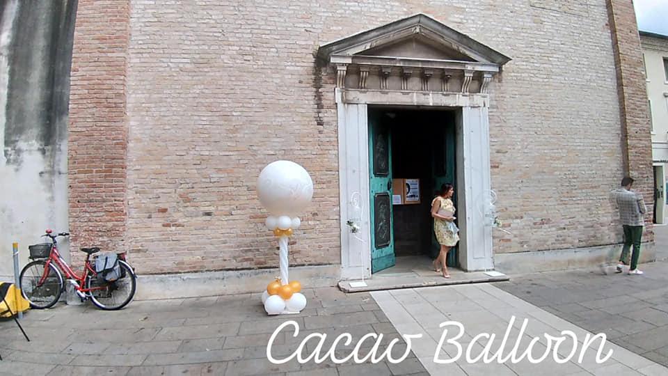 palloncini mongolfiera esplosiva matrimonio davanti chiesa
