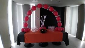 palloncini su tavola cromati